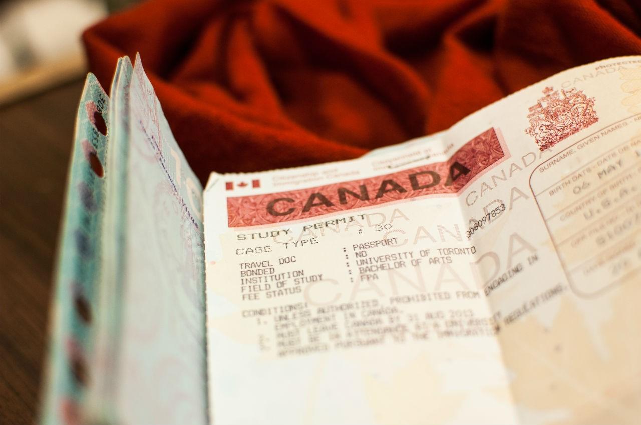 Gia hạn visa Canada