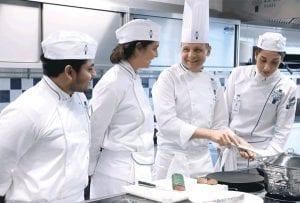 Kinh nghiệm làm Đầu Bếp sẽ có mức lương rất tốt khi XKLD Canada