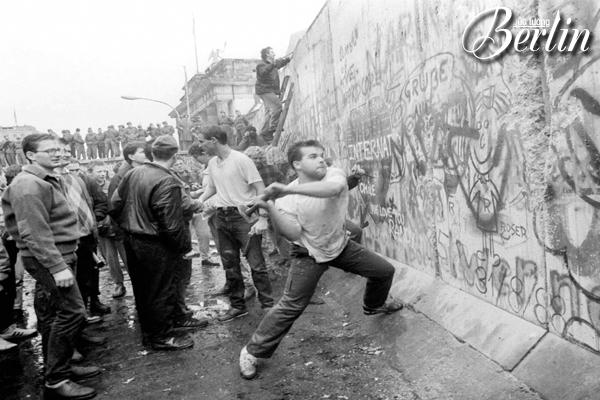 bức tường berlin, bức tường berlin sụp đổ, bản đồ bức tường berlin, bức tường béc lin, hình ảnh bức tường berlin, bức tường berlin dài bao nhiêu km, bức tường berlin huy đức, bức tường berlin đức, tại sao có bức tường berlin, nguyên nhân bức tường berlin sụp đổ, tham quan bức tường berlin